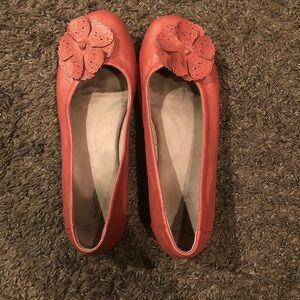 G.H. Bass & Co Peach ballet flats size 9